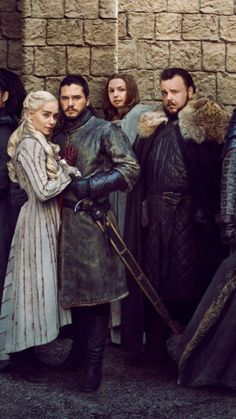 Jon Snow and Daenerys Targaryen in Game of Thrones Season 8 Game Of Thrones Facts, Got Game Of Thrones, Game Of Thrones Quotes, Game Of Thrones Funny, Winter Is Here, Winter Is Coming, Marie Antoinette 2006, Jon Snow And Daenerys, Marvel Games
