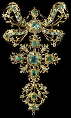Colgante de oro y esmeraldas.  Español 1750.  Victoria & Albert Museum, Londres   Pendant  --  Circa 1750  --  Gold & emeralds  --  Spanish  --  Victoria & Albert Museum, London