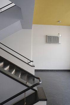 bauhaus / dessau | Flickr - Photo Sharing! Bauhaus Interior, Bauhaus Style, Bauhaus Design, Folding Partition, Bauhaus Building, Walter Gropius, Color Plan, Ceiling Design, Apartment Living