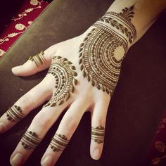 Mehndi design is extremely very famous for every occasion. Everyone can find best mehndi design for any festival. Simple and Easy Mehndi Designs Images. Henna Hand Designs, Simple Arabic Mehndi Designs, Unique Henna, Mehndi Designs 2018, Mehndi Simple, Mehndi Design Images, Beautiful Mehndi Design, Mehndi Designs For Hands, Henna Tattoo Designs