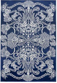 Sininen 160x230 cm kokoinen Syvämeri-matto on upean koristeellinen matto, ja siitä tuleekin mieleen persialainen matto. Graafisen maton kuosin on suunnitellut Matleena Issakainen. Syvämeri-maton kauniit pyöreät muodot ja kuviot sopivat hyvin erilaisiin sisustuksiin. Kaunis Syvämeri-matto on näyttävä yksityiskohta kodin sisustuksessa ja se sopii erinomaisesti esimerkiksi olohuoneeseen.Vallilan syksyn 2016 kokoelma Vaistot ammentaa kuva-aiheita suomalaisesta ja japanilaisesta kulttuurista…