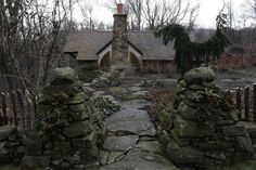 hobbit house 4 Tolkien Fanatic Builds Hobbit House In Pennsylvania Shire
