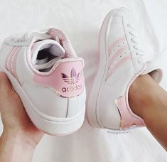 ADIDAS Women's Shoes - Adidas Women Shoes - Image de adidas, pink, and shoes - We reveal the news in sneakers for spring summer 2017 - Find deals and best selling products for adidas Shoes for Women White Shoes, White Sneakers, Shoes Sneakers, Yeezy Shoes, Addidas Sneakers, Jeans Shoes, Women's Shoes, Dress Shoes, Sneaker Women