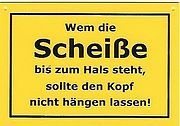 Schild als Postkarte mit Spruch: Wem die Scheiße bis zum Hals steht...