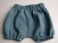 Hosen - Bloomers / Shorts aus Musselin *Wunschfarbe und Gr - ein Designerstück von urbanmelody bei DaWanda