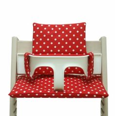 Coated: Cushion for Tripp Trapp High Chair - Red with dots Baby Needs, Chair Cushions, Toddler Bed, Trending Outfits, Cozy, Furniture, Baby Set, Design, Home Decor