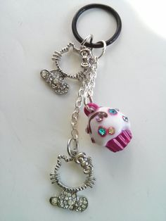 Silver tone hello kitties with cupcake vape charm by VapingArtist