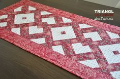 Patchwork tutorial Triangl Half Square - Rychlé šití z pruhů #patchwork #triangl #trojúhelník #tutorial #šablony #lizadecor # pattern #vzory