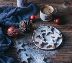These delicious Christmas stars cookies have wonderful cinnamon, almonds, vanilla flavours and are also vegan and gluten-free! Star Cookies, Cut Out Cookies, No Bake Cookies, Cookies Et Biscuits, Weeks Until Christmas, Best Christmas Cookie Recipe, Christmas Recipes, Star Cookie Cutter, Vanilla Recipes