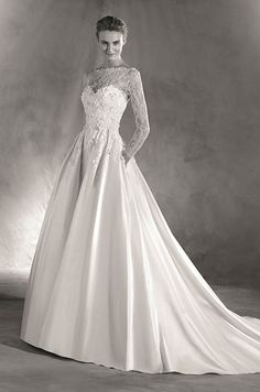 A spectacular princess style wedding dress with a cut in the waist and beautiful volume in the skirt. Atelier Pronovias 2017 Bridal Collection