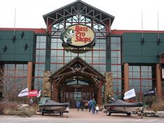 Man shoots self in foot at Bass Pro Shops