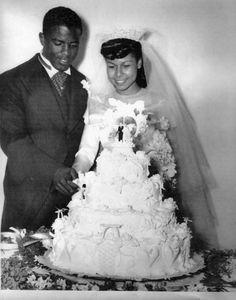 Jackie Robinson his wife Rachel on their wedding day. Jackie Robinson, 1940s Wedding, Vintage Wedding Photos, Vintage Weddings, Vintage Photos, Wedding Pictures, Perfect Wedding, Dream Wedding, Wedding Day