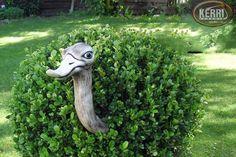 Garden Decoration - Heckengucker Gartendeko Rosenkugel - a unique product by kerri-keramik at DaW . Ceramic Animals, Clay Animals, Ceramic Art, Garden Animals, Cement Crafts, Garden Deco, Sculpture Clay, Hedges, Yard Art