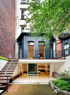 House Envy: A Modern Brownstone - lark & linenlark & linen Garage bedroom Victorian Townhouse, Modern Townhouse, Townhouse Garden, Design Exterior, Interior And Exterior, Home Design, Design Ideas, Renovation Facade, Architecture Design