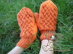 Knitted mitten patterns: wicker style by Crazy Hands Knitting History of Knitting Wool rotating, weaving and sewing careers such as for instance BC. Knitted Mittens Pattern, Knitting Wool, Knit Mittens, Easy Knitting, Knitted Hats, Knitting Designs, Knitting Projects, Knitting Patterns, Crochet Patterns