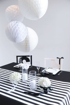 #perfect #tabledesign and #decoration with #flowers in #black and #white by Williams & Gauld #eventdesign in #Berlin