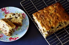 Remember having a slab of Sultana Butter Cake with butter on top. This cake freezes beautifully so make a double and freeze some for later use. No Bake Treats, Yummy Treats, Sweet Treats, Yummy Food, Sultana Cake, Cheap Meals, Cheap Recipes, Pastry Cake, Cake Tins