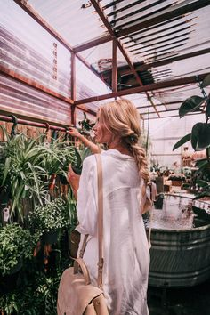 Plant Shopping and 12 Things - Barefoot Blonde by Amber Fillerup Clark Hair Inspo, Hair Inspiration, Curly Hair Styles, Natural Hair Styles, Barefoot Blonde, Amber Fillerup Clark, Natural Curls, Hair Dos, Belle Photo