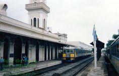 Trem Xangai e litorinas do Expresso da Mantiqueira na estação ferroviária de Juiz de Fora