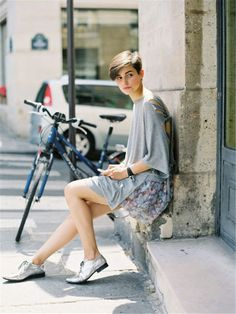 7 Street Style Outfits with Oxfords to Recreate . Short Hair Cuts, Short Hair Styles, Oxford Shoes Outfit, Black And White Romper, Little Girl Shoes, Girl Fashion, Fashion Outfits, Net Fashion, Fashion Shoes