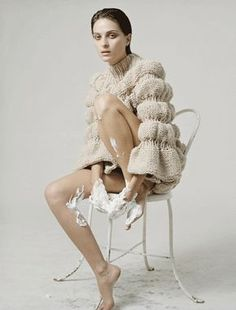 Swedish knitwear designer Sandra Backlund established herself in the fashion world with her unique knitting techniques and the distorted shapes and forms prevalent in her works. Note the texture Knitwear Fashion, Knit Fashion, Fashion Art, Fashion Design, Knitting Designs, Knitting Patterns Free, Baby Knitting, Knitting Ideas, Sandra Backlund