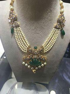 Pearls Set with Trendy Locket - Jewellery Designs Gemstone Jewelry, Wedding Jewelry, Beaded Jewelry, Beaded Necklace, Pearl Jewelry, Gold Jewelry, Antique Necklace, Pearl Set, Schmuck Design