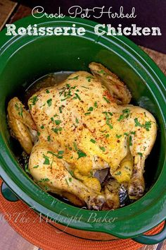 Forget the store--make rotisserie chicken at home in your slow cooker | bakeatmidnite.com | #chicken #slowcooker #crockpot