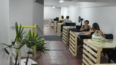 Hub Curitiba Pallet Crates, Wooden Pallets, Office Interior Design, Office Interiors, Startup Office, Space Place, Co Working, Industrial Office, Coworking Space