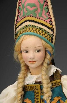Lenci Dolls Russian lady doll with lovely face with brown side-glanci