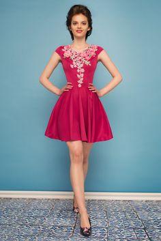 Sukienka rozkloszowana z kwiatową koronką różowa, na wesele i na codzień