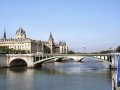 Los puentes de Paris.... Pont Notre-Dame.. Dicen que el más antiguo. Pont Paris, Piano Accordion, Grand Paris, Italy Spain, Bastille, Notre Dame, Mansions, House Styles, Paris France