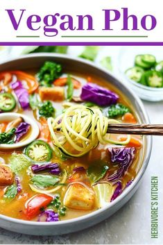 Searching for a tasty vegan pho recipe that will bring this authentic soup to your table in a cruelty-free manner? This vegan pho soup is savory and easy to make. It's full of healthy vegetables and features a pho broth that is both deep and rich w Vegetable Pho, Healthy Vegetable Recipes, Healthy Vegetables, Vegetarian Pho, Vegan Soups, Vegetarian Recipes, Pho Soup Recipe Vegetarian, Pho Soup Recipe Easy, Soup Recipes