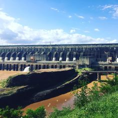 Usina hidrelétrica de Itaipu. Brasil e Paraguai juntos na maior geração de energia limpa e renovável do planeta.  #usinahidreletrica #itaipu #paraguai#energy #itaipudam#usinabinacional #brazil #mtur #partiubrasil #missãovt #igtravel #viagemestadao #visitbrasil #vivadeperto #viagenserotas #viagemeturismo #viajenaviagem #olhar_brasil #instanature #instatravel #nature #wonderful_places #beautifuldestinations #travel #traveling #travelgram#revistaviajar#engenharia#hidreletrica#insta_paraguay by…