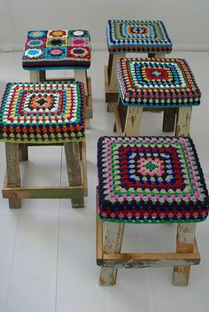 Stools for Pete to make, without crochet top Annie's Crochet, Crochet Squares, Crochet Granny, Crochet Patterns, Kids Blouse Designs, Crochet Home Decor, Yarn Crafts, Needlepoint, Crochet Projects