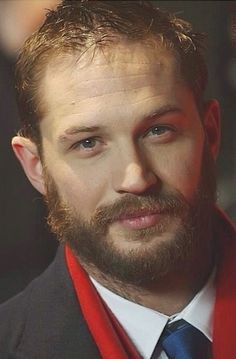 That face! Those eyes! Those lips! That facial hair! I'm so in love w/ Tom Hardy!