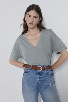 ZARA - Female - Basic oversized t-shirt - Light gray - Xs Zara Australia, Jeans, Tailored Jacket, V Neck Tops, Joggers, Short Sleeves, Blazer, Female, Cotton