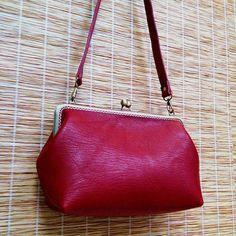 Leather frame clutch purse / bridesmaid gift  bridesmaid clutch / kiss lock bag / everyday bag for iPad mini