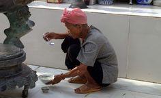 Spuntino nel tempio - Vietnam Vietnam, Winter Hats, Fashion, Moda, Fashion Styles, Fashion Illustrations