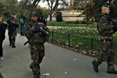 légion étrangère après les attentats de Paris French Foreign Legion, Weapons, Paris, Drawings, Sweet, Weapons Guns, Candy, Guns, Montmartre Paris