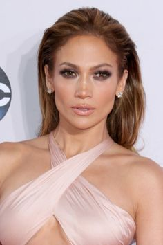 Jennifer-Lopez-Slicked-Back-Bronde-Hairstyle