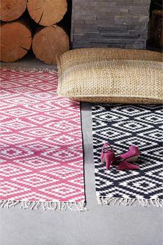 APACHE cotton rug in pink/white, black/white - available in sizes 55 x 120 cm, 70 x 200 cm, 140 x 200 cm, 200 x 300 cm. Also available in 4-colours (black/white/orange/grey)!