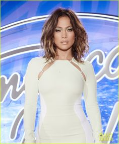 jennifer lopez stuns in tight dress at american idol auditions 04 Jennifer Lopez flaunts her amazing curves while posing for photos at the American Idol auditions on Sunday (September 27) in Denver, Col.     The 46-year-old entertainer…