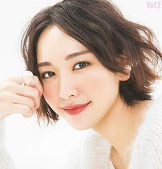 『逃げるは恥だが役に立つ』主演・新垣結衣さん。30歳目前、理想の結婚を語る!【VOCE11月号Cover Beauty】