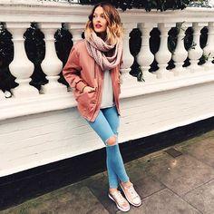 ▫️Inscrits toi sur www.liketoknow.it ▫️Like cette photo ▫️Reçois le descriptif de ma tenue directement dans ta boîte mail avec les liens direct vers les boutiques où commander les articles ▫️Ou rends toi directement ici --> www.liketk.it/24k6A #outfit #pink #gold #rosegold #asos #levis #lacoste #liketoknowit