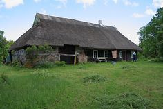 I want to go to Saarenmaa and see these houses in real life!