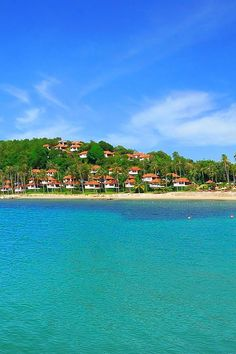 Koh Samui, Thailand, inexpensive boutique hotels that abut the beach.