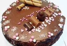 Tort cu ciocolata si ricotta Ricotta, Gingerbread Cookies, Tiramisu, Ethnic Recipes, Desserts, Food, Pie, Gingerbread Cupcakes, Tailgate Desserts