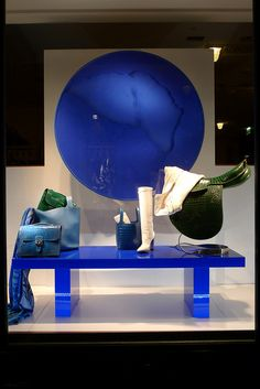 Vitrines Hermès - Paris, juin 2012 www.instorevoyage.com   #in-store marketing #visual merchandising