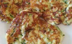 courgette pannenkoekjes met tzatziki. Grieks eten voor het koolhydraatarm dieet. Onderdeel van de koolhydraat arme weekmenu's op gobento.nl.