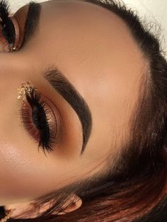 eyeshadow and makeup and eyeshadow looks makeup tutorials makeup history makeup for brown eyes makeup without eyeliner eyeshadow makeup on dark skin revolution 144 eyeshadow palette 2018 Glam Makeup, Eye Makeup Glitter, Makeup On Fleek, Cute Makeup, Gorgeous Makeup, Pretty Makeup, Skin Makeup, Makeup Inspo, Makeup Eyebrows
